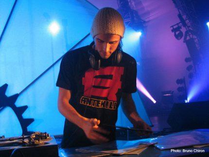 DJ Boogaloo vs DJ Lotari